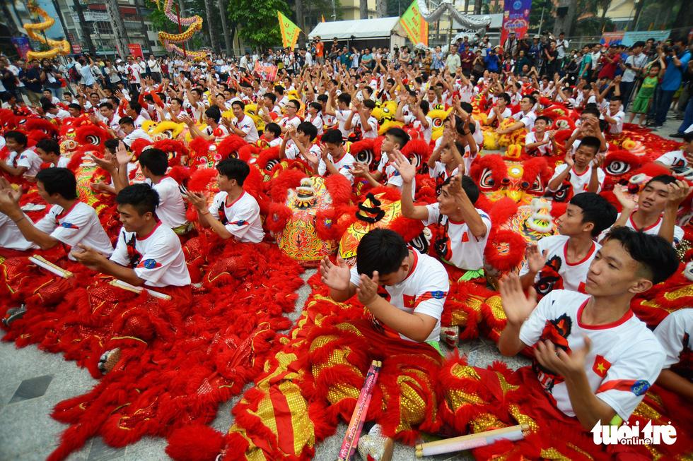 108 con lân nhả 108 chữ Tài - Lộc chúc phúc năm mới - Ảnh 9.
