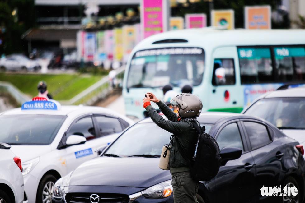 Khu trung tâm TP Đà Lạt tràn ngập xe du lịch - Ảnh 6.