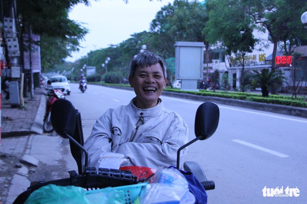 Nụ cười cần lao Việt ngày cuối năm 2018 đẹp đến nao lòng - Ảnh 1.