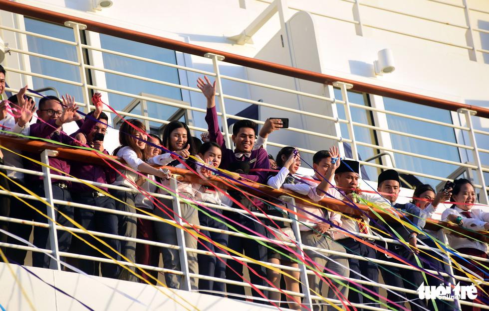 Đại biểu tàu thanh niên Đông Nam Á - Nhật Bản lưu luyến chia tay TP.HCM - Ảnh 11.