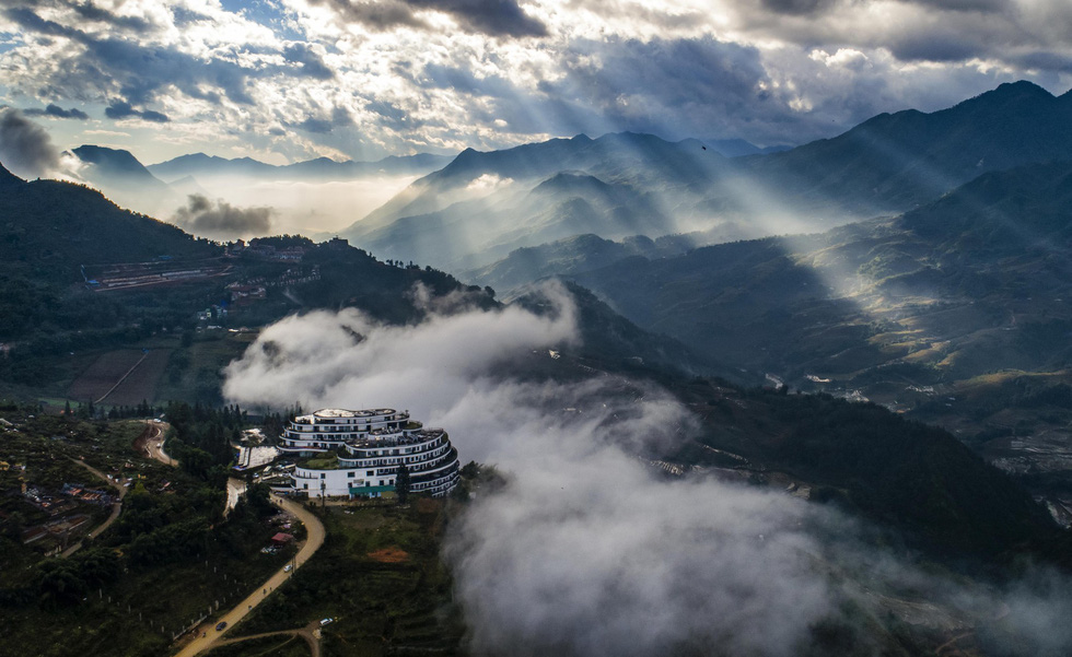 Đến núi Hàm Rồng săn mây luồn Sa Pa - Ảnh 1.