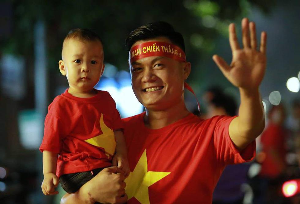 Con thổi kèn ở Sài Gòn, mấy chú ở Mỹ Đình nghe được không? - Ảnh 1.