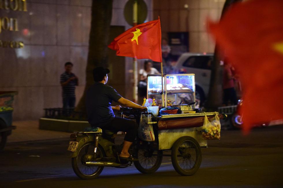 Con thổi kèn ở Sài Gòn, mấy chú ở Mỹ Đình nghe được không? - Ảnh 8.