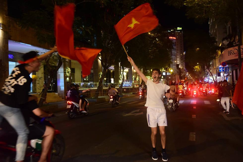 Con thổi kèn ở Sài Gòn, mấy chú ở Mỹ Đình nghe được không? - Ảnh 12.