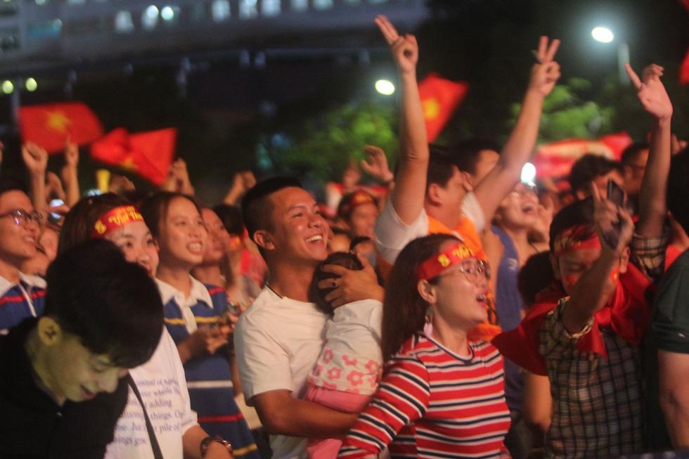 Con thổi kèn ở Sài Gòn, mấy chú ở Mỹ Đình nghe được không? - Ảnh 14.