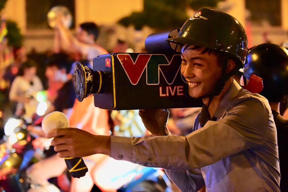 Con thổi kèn ở Sài Gòn, mấy chú ở Mỹ Đình nghe được không? - Ảnh 16.