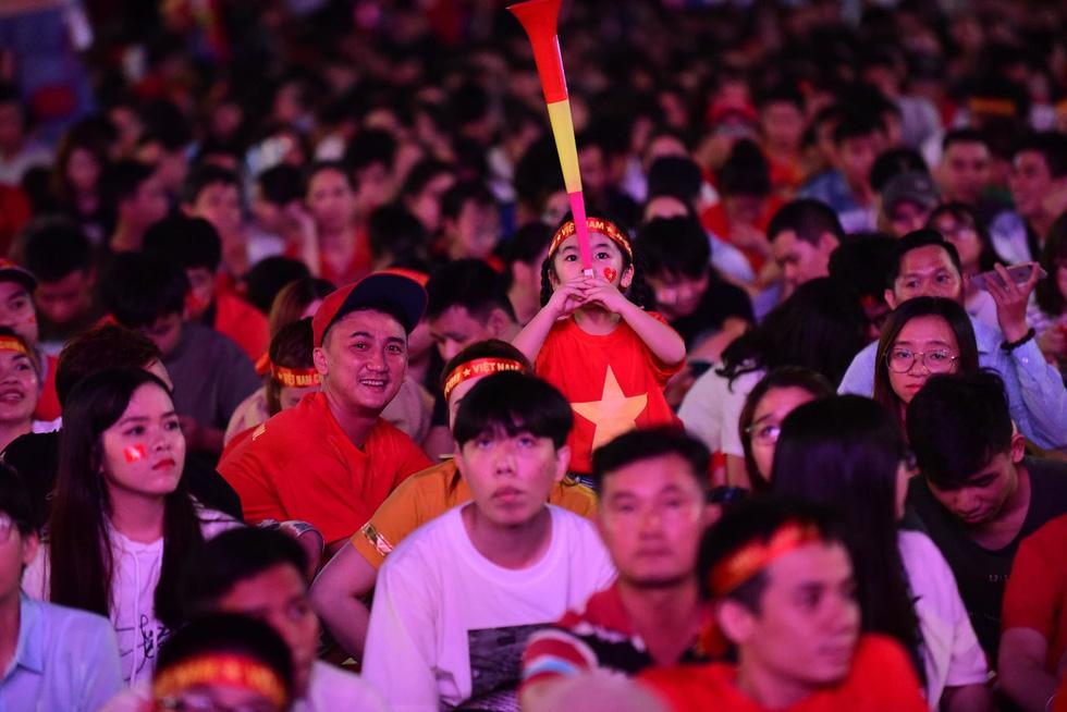Con thổi kèn ở Sài Gòn, mấy chú ở Mỹ Đình nghe được không? - Ảnh 19.