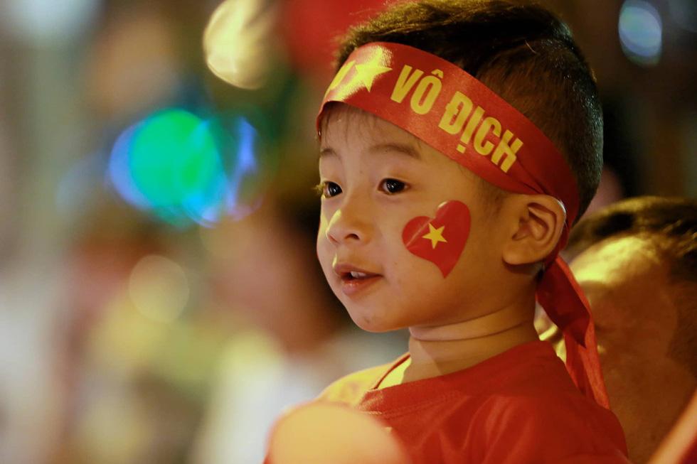 Con thổi kèn ở Sài Gòn, mấy chú ở Mỹ Đình nghe được không? - Ảnh 23.