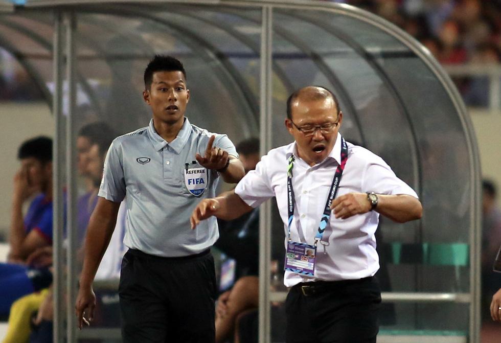 Ông Park phản ứng với trọng tài để bảo vệ các học trò - Ảnh 5.