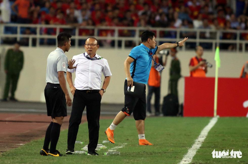 Ông Park phản ứng với trọng tài để bảo vệ các học trò - Ảnh 2.