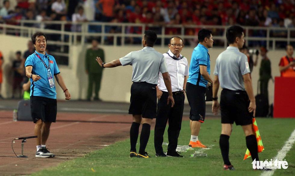 Ông Park phản ứng với trọng tài để bảo vệ các học trò - Ảnh 3.