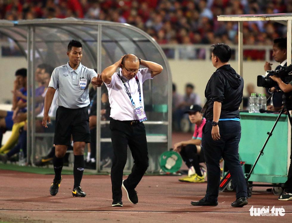 Ông Park phản ứng với trọng tài để bảo vệ các học trò - Ảnh 7.