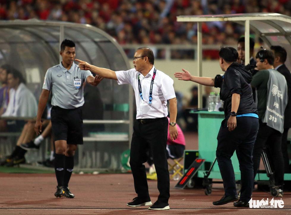 Ông Park phản ứng với trọng tài để bảo vệ các học trò - Ảnh 9.