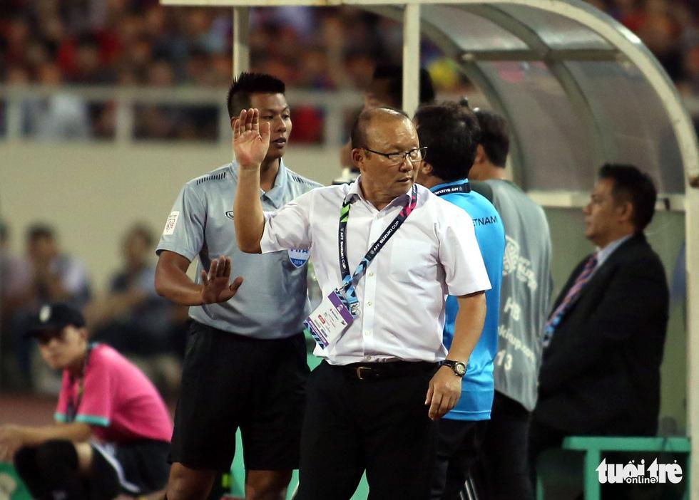 Ông Park phản ứng với trọng tài để bảo vệ các học trò - Ảnh 6.