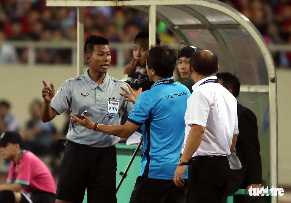 Ông Park phản ứng với trọng tài để bảo vệ các học trò - Ảnh 8.