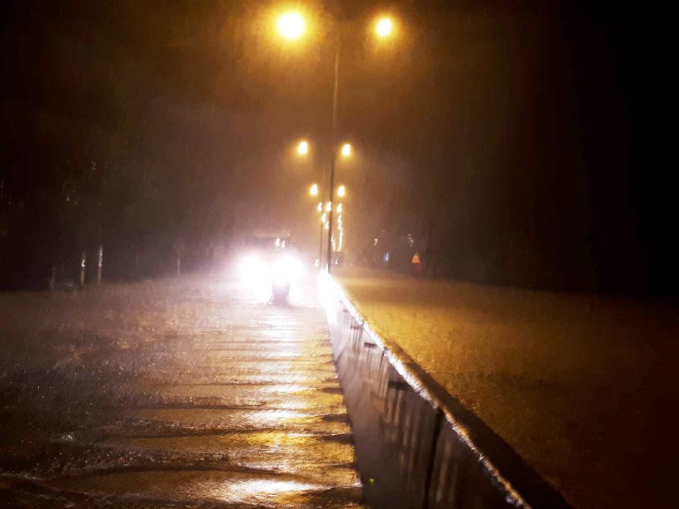 Mưa lớn, quốc lộ 1 qua Quảng Nam bì bõm trong nước - Ảnh 7.