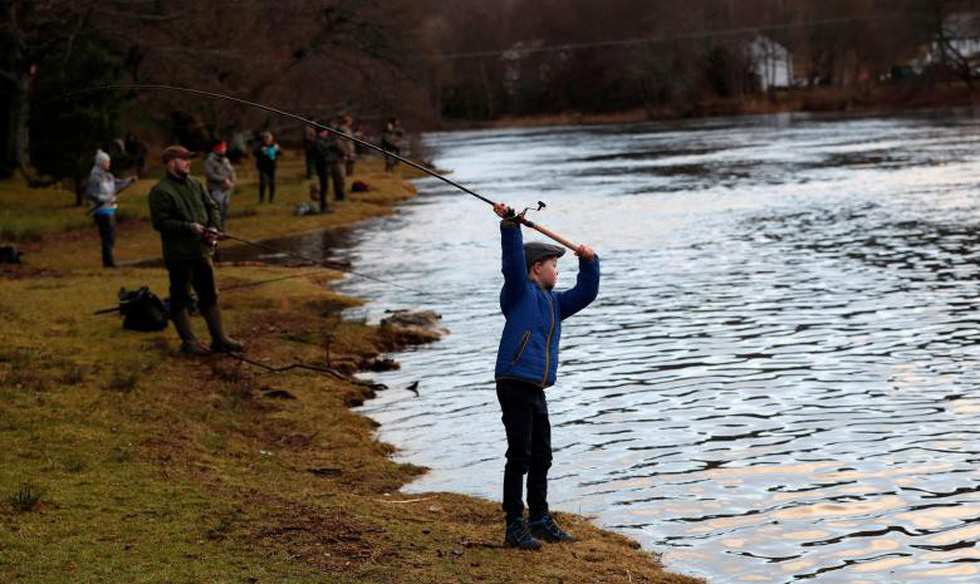 Đi Scotland câu cá hồi, nhậu whisky - Ảnh 13.