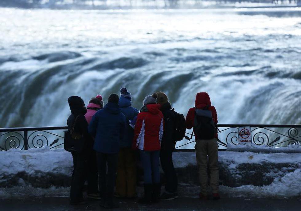 Du khách ngắm thác Niagara trong băng giá - Ảnh 16.