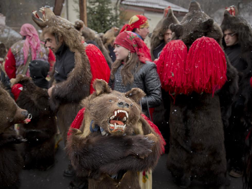 Những phong tục đón năm mới độc đáo trên thế giới - Ảnh 19.