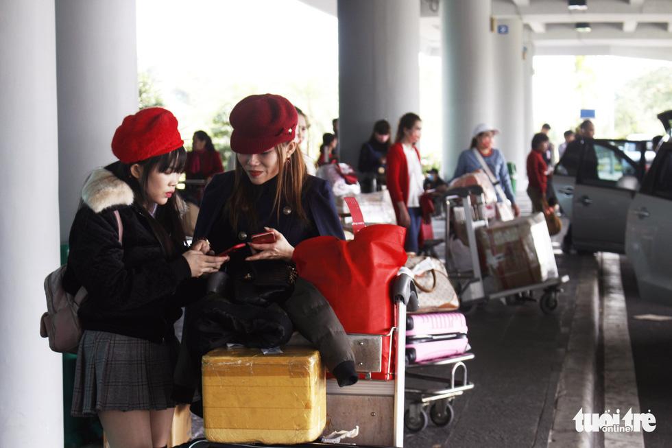 Đón dâu miền Tây từ Đài Loan về ăn tết ở sân bay Cần Thơ - Ảnh 15.