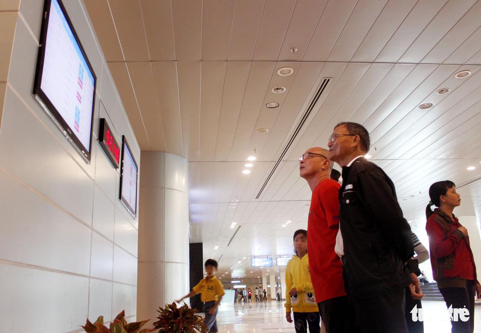 Đón dâu miền Tây từ Đài Loan về ăn tết ở sân bay Cần Thơ - Ảnh 5.