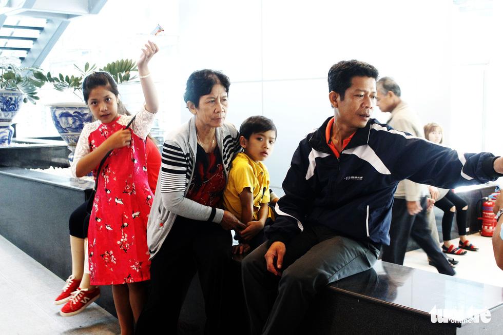 Đón dâu miền Tây từ Đài Loan về ăn tết ở sân bay Cần Thơ - Ảnh 3.