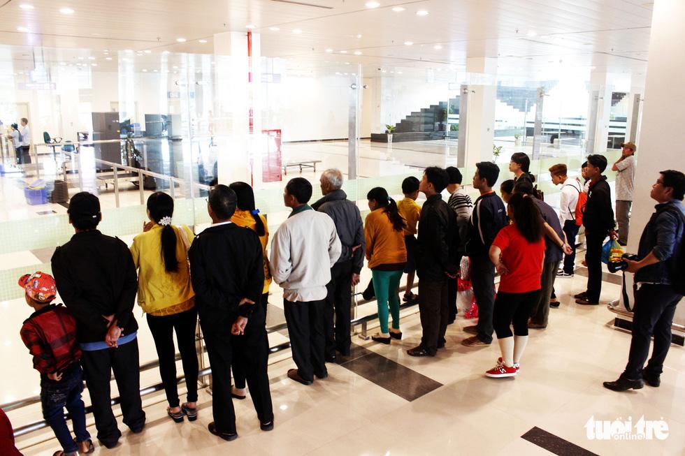 Đón dâu miền Tây từ Đài Loan về ăn tết ở sân bay Cần Thơ - Ảnh 8.