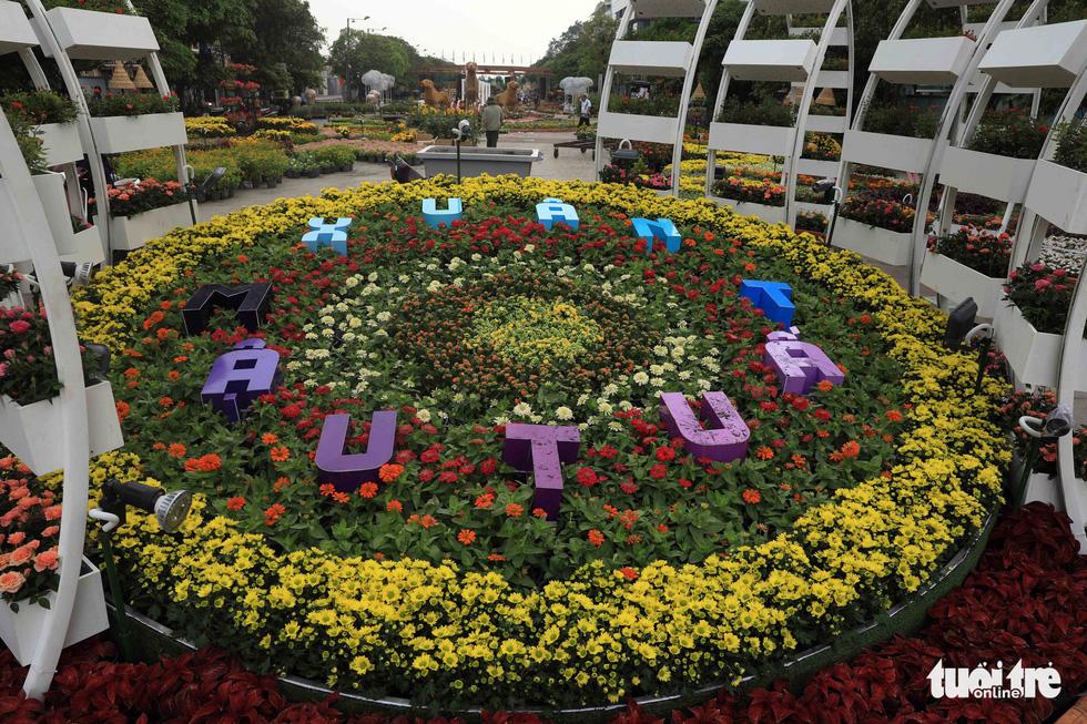 Chó Phú Quốc nổi bật ở đường hoa Nguyễn Huệ - Ảnh 23.