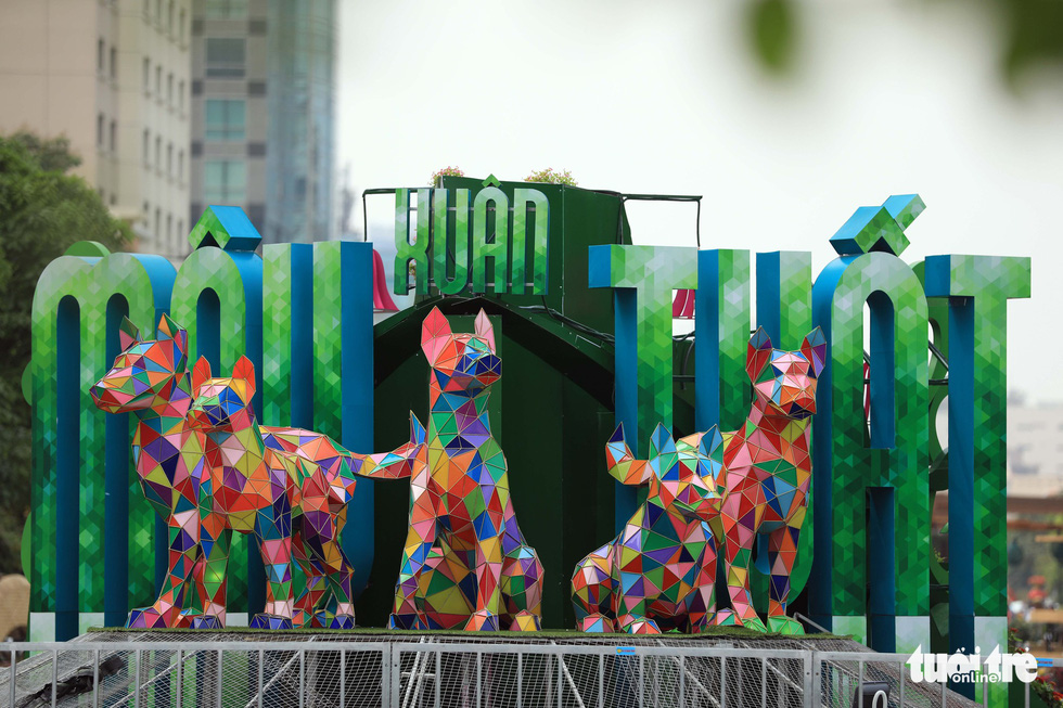 Chó Phú Quốc nổi bật ở đường hoa Nguyễn Huệ - Ảnh 5.