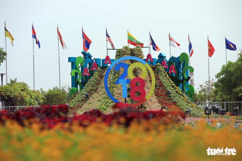 Chó Phú Quốc nổi bật ở đường hoa Nguyễn Huệ - Ảnh 7.