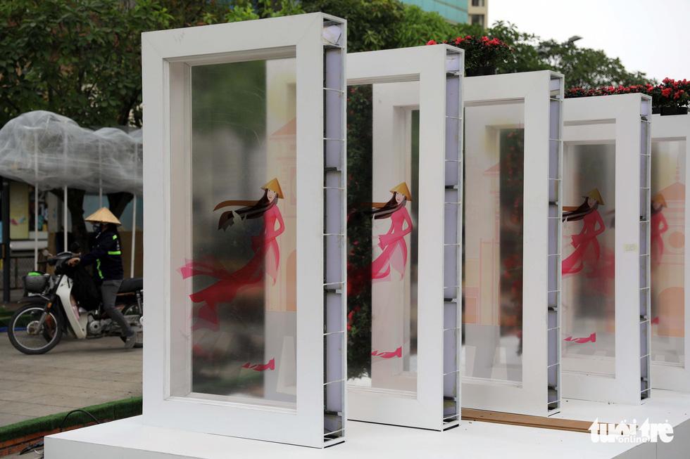 Chó Phú Quốc nổi bật ở đường hoa Nguyễn Huệ - Ảnh 9.