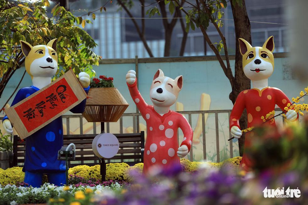 Chó Phú Quốc nổi bật ở đường hoa Nguyễn Huệ - Ảnh 8.
