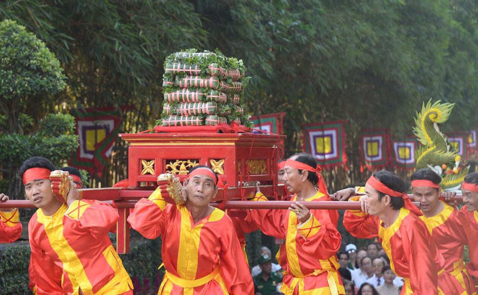 Dâng cúng bánh tét lên Quốc tổ Hùng Vương - Ảnh 3.