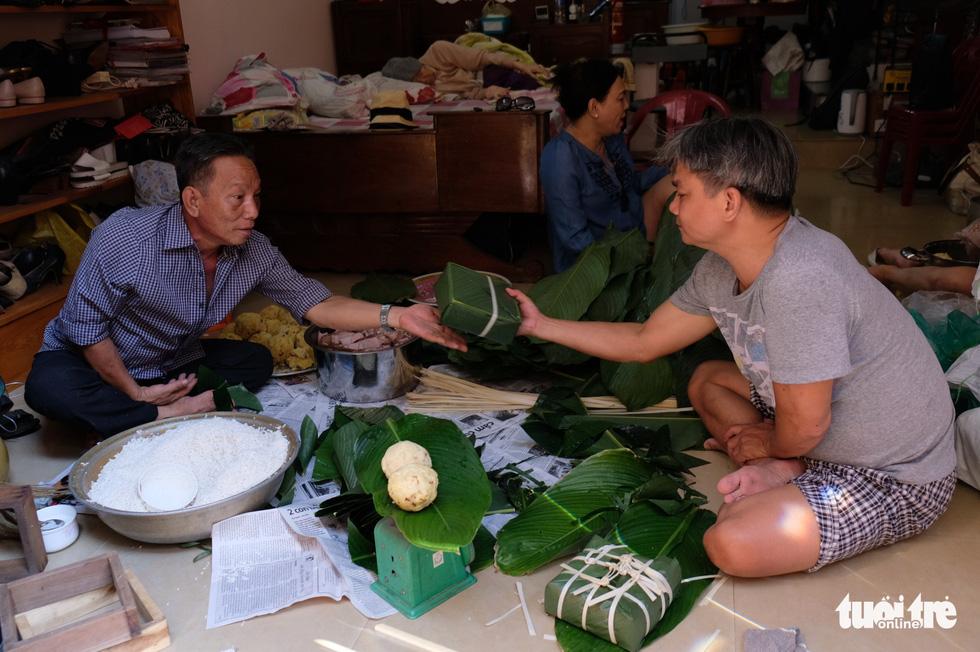 Nồi bánh chưng có vị tình thân của người Sài Gòn - Ảnh 10.
