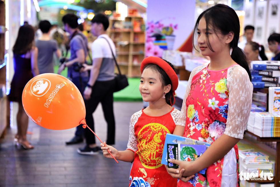 Khai mạc lễ hội đường sách Tết Mậu Tuất - Ảnh 9.