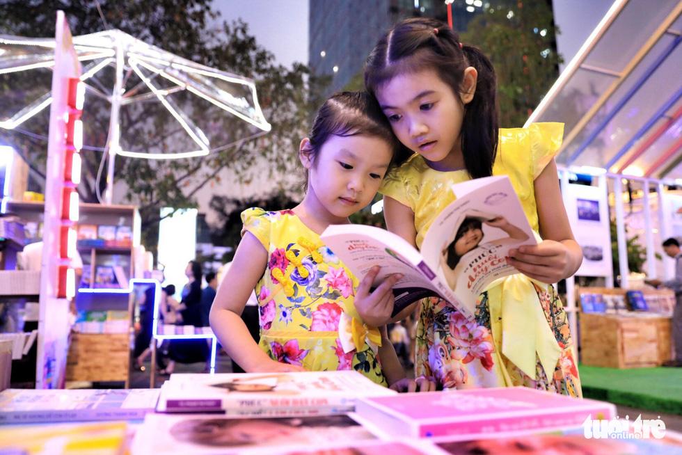 Khai mạc lễ hội đường sách Tết Mậu Tuất - Ảnh 11.