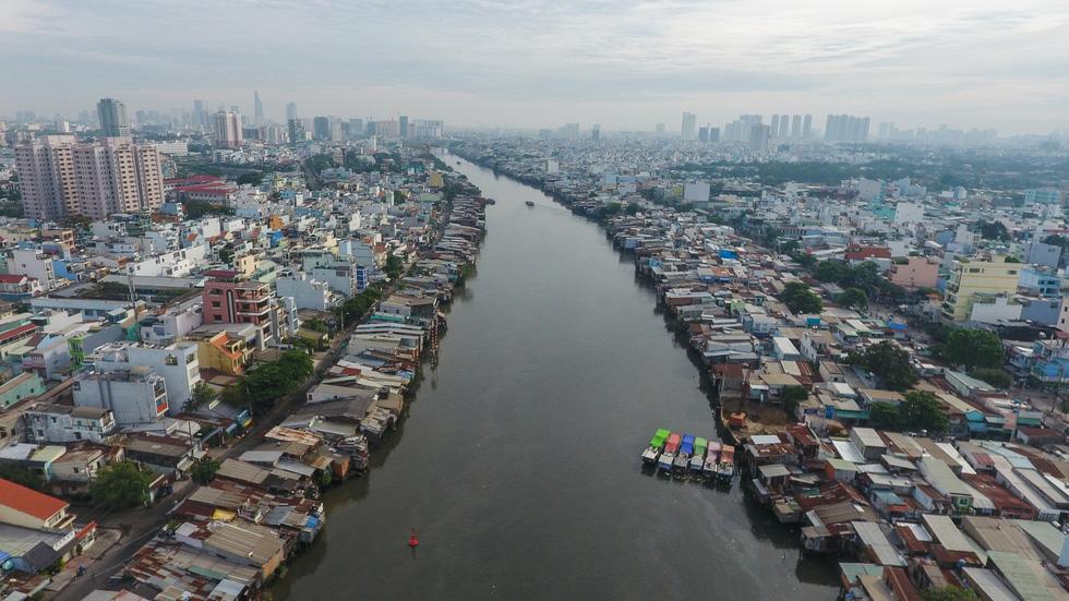 Những ngày cận Tết ở khu giải toả ven kênh rạch Sài Gòn - Ảnh 1.