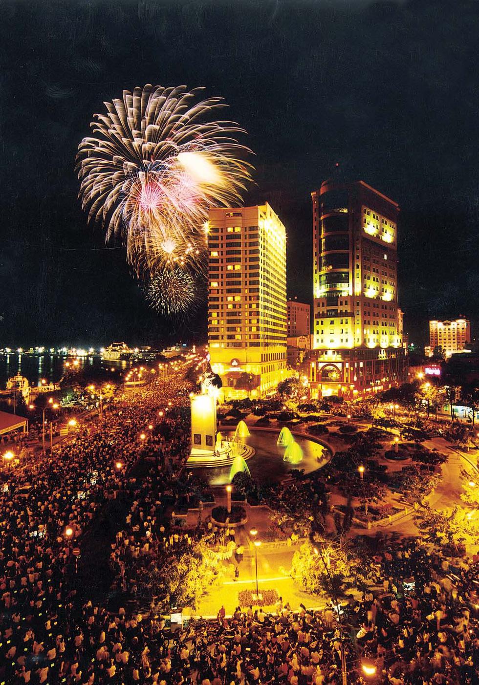 Bạn còn nhớ về pháo hoa ở Sài Gòn 20 năm qua? - Ảnh 5.