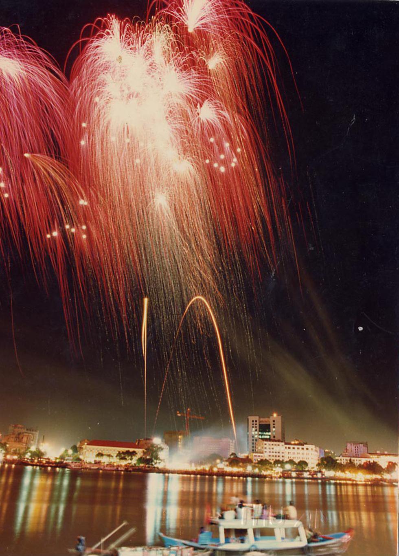 Bạn còn nhớ về pháo hoa ở Sài Gòn 20 năm qua? - Ảnh 4.
