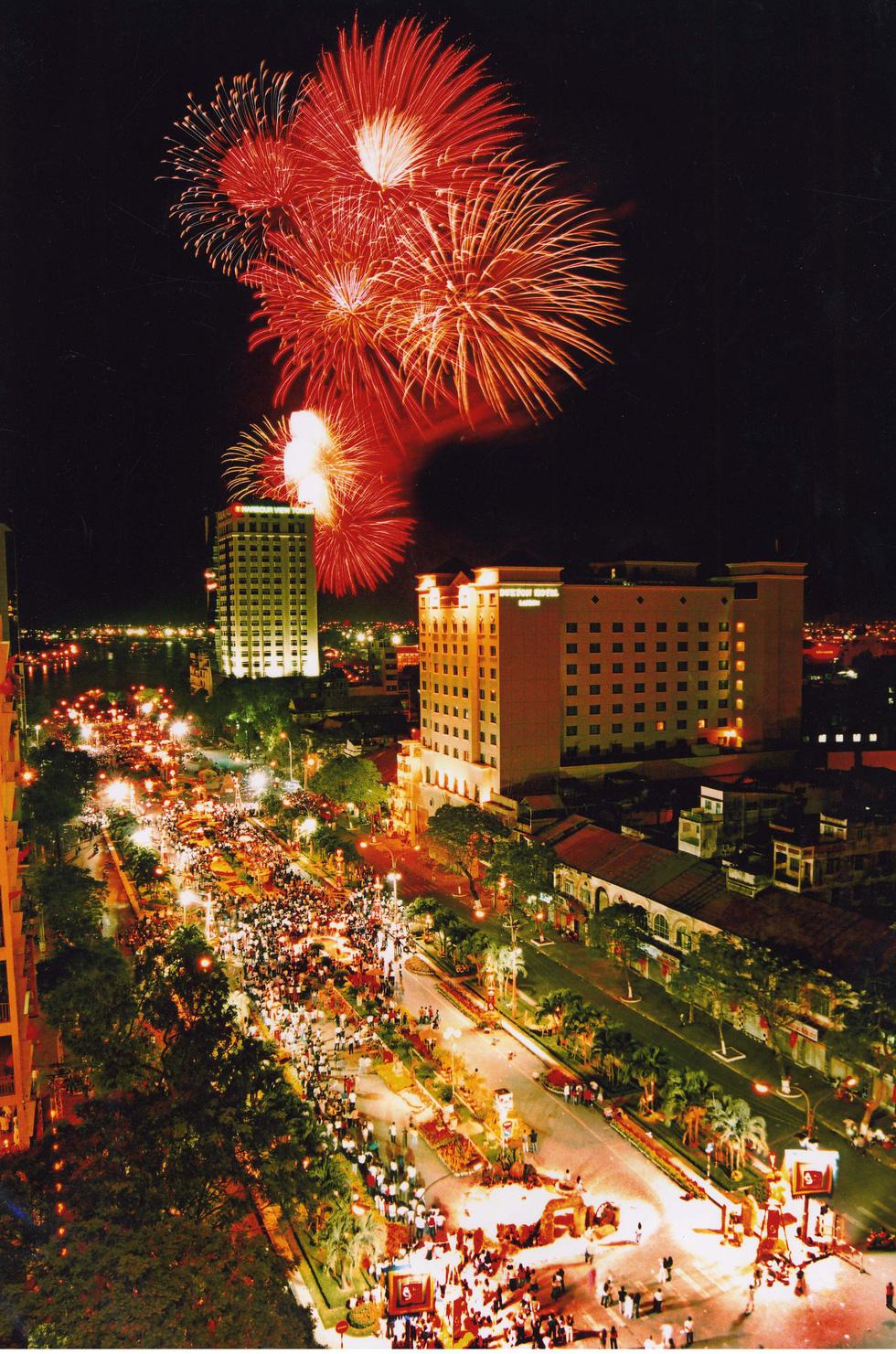 Bạn còn nhớ về pháo hoa ở Sài Gòn 20 năm qua? - Ảnh 9.