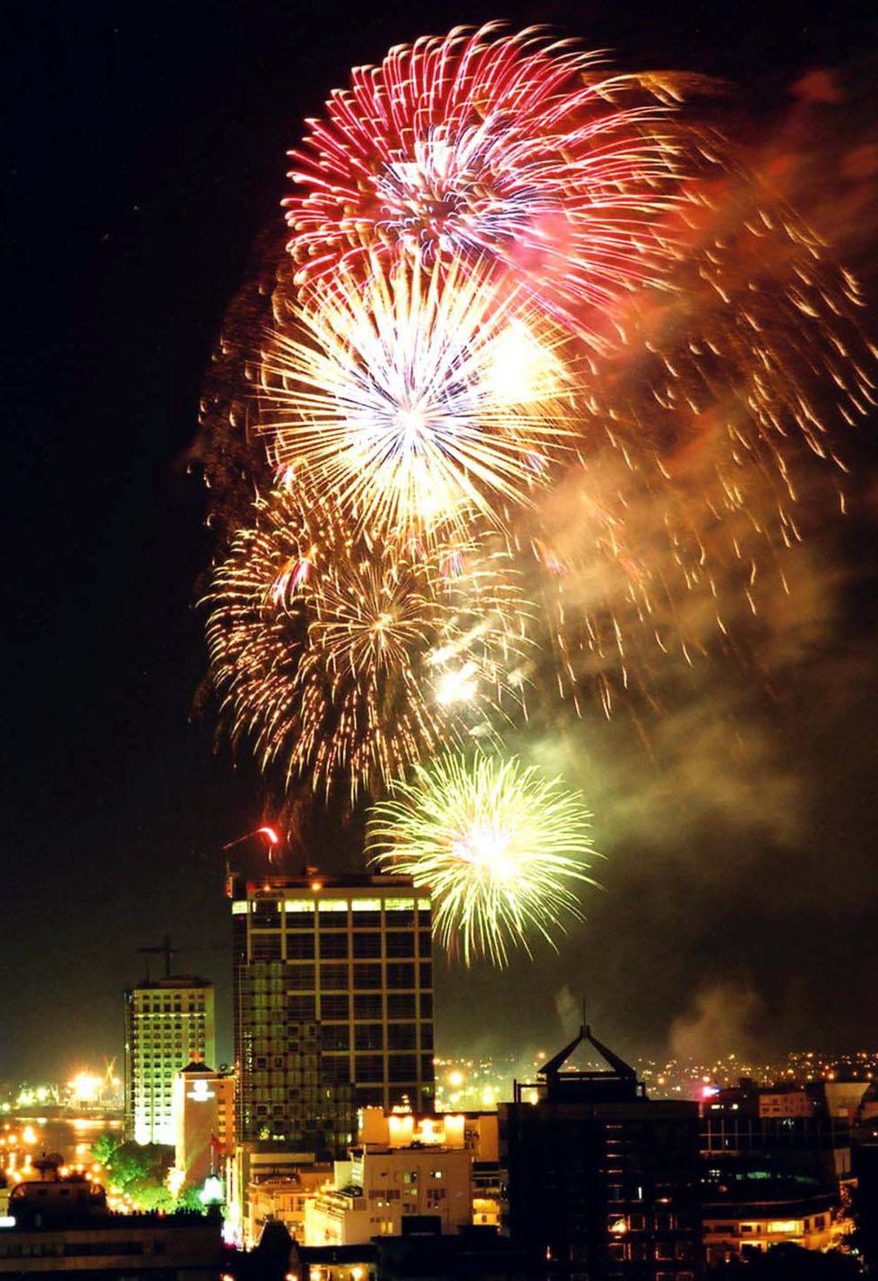 Bạn còn nhớ về pháo hoa ở Sài Gòn 20 năm qua? - Ảnh 11.