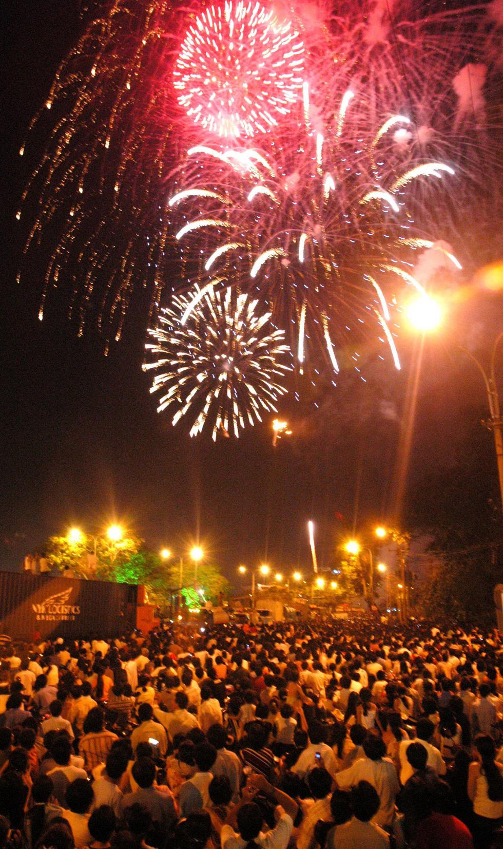 Bạn còn nhớ về pháo hoa ở Sài Gòn 20 năm qua? - Ảnh 12.