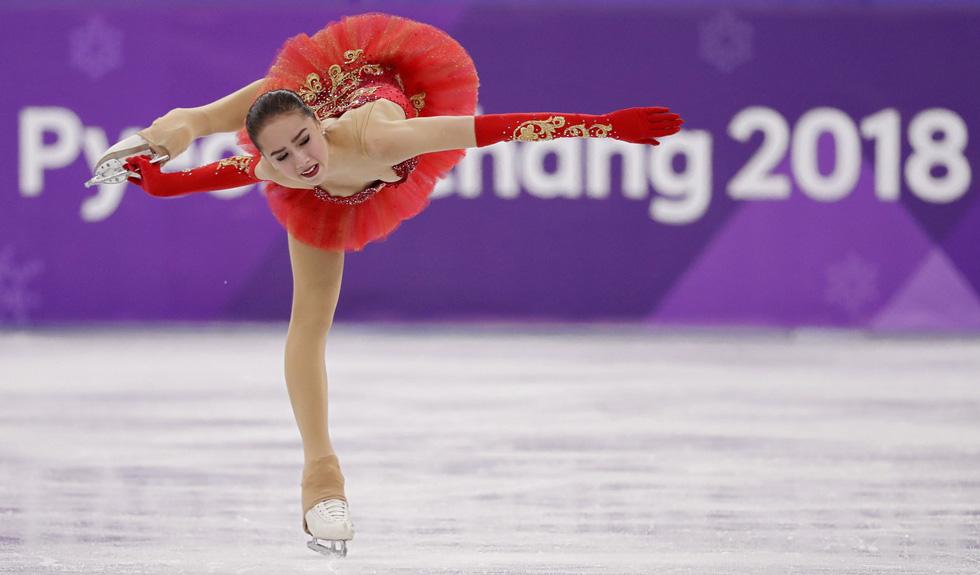Bông hồng nước Nga 15 tuổi chinh phục sân băng Olympic 2018 - Ảnh 5.