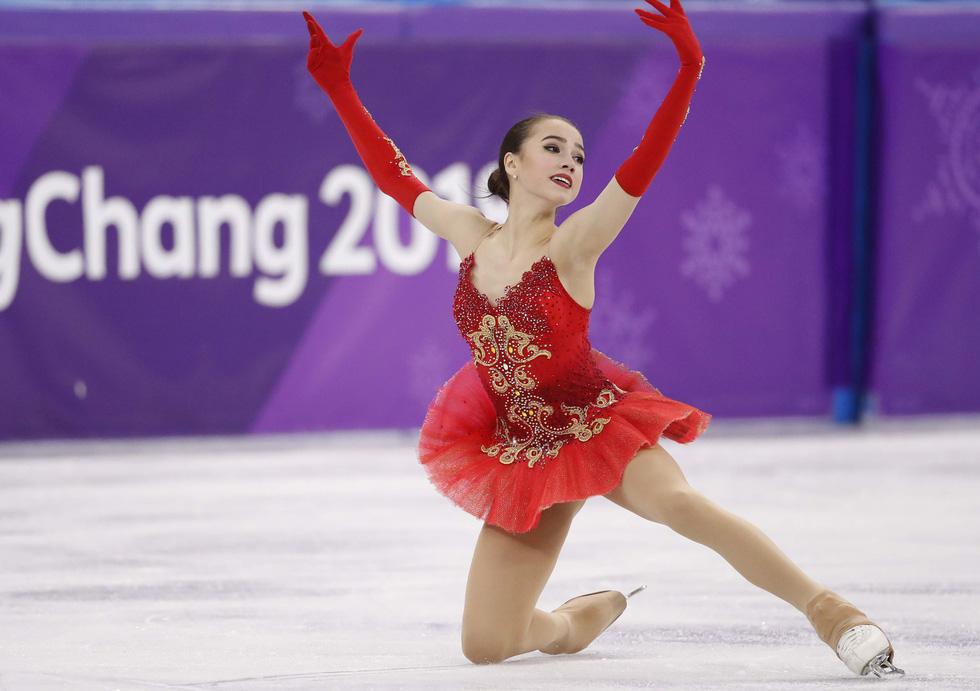 Bông hồng nước Nga 15 tuổi chinh phục sân băng Olympic 2018 - Ảnh 8.