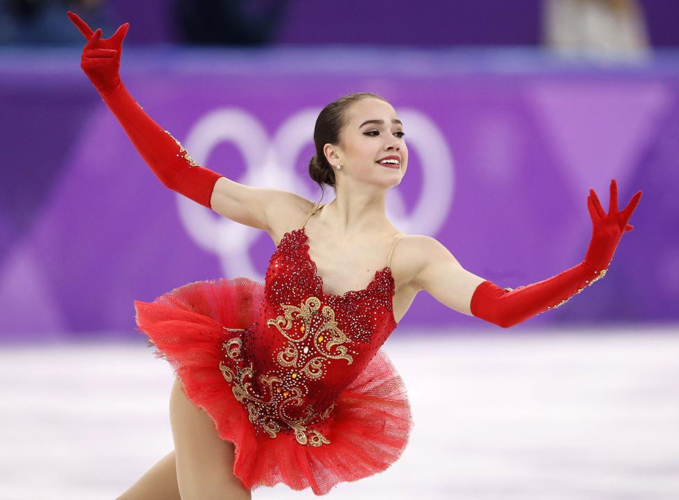 Bông hồng nước Nga 15 tuổi chinh phục sân băng Olympic 2018 - Ảnh 9.