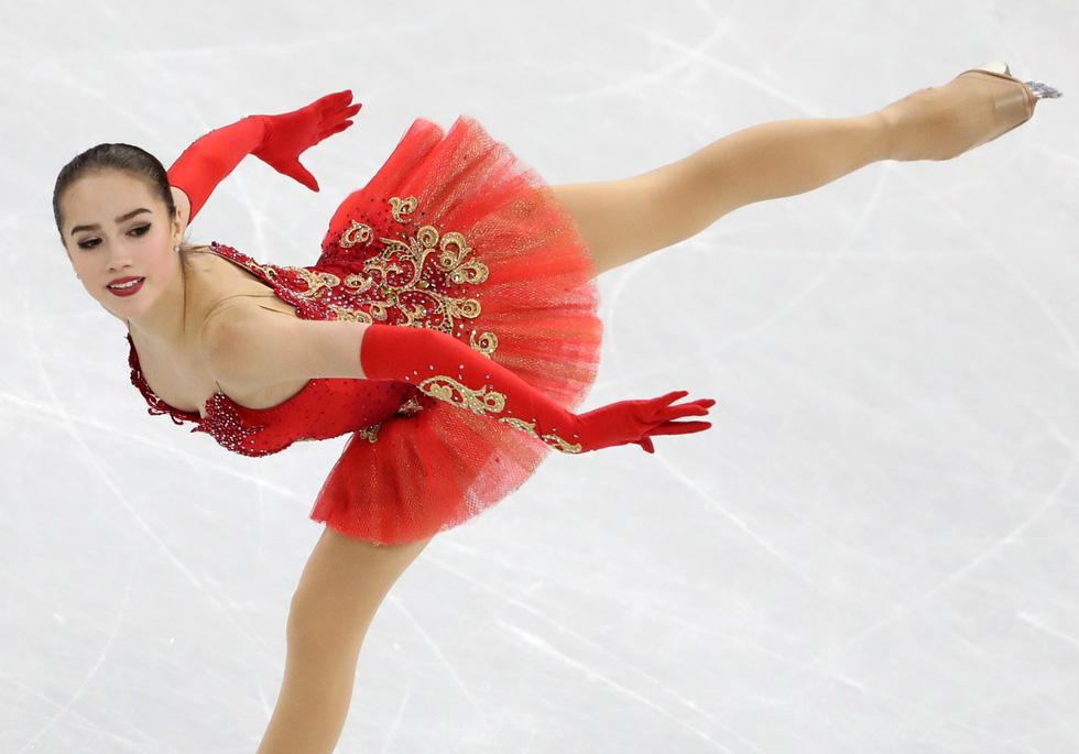 Bông hồng nước Nga 15 tuổi chinh phục sân băng Olympic 2018 - Ảnh 10.