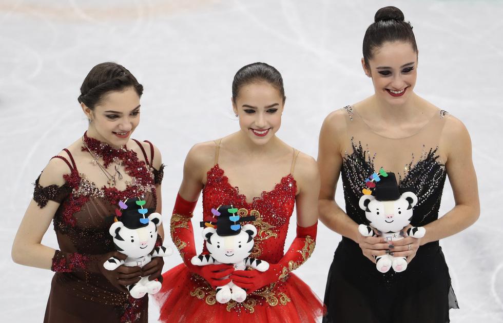 Bông hồng nước Nga 15 tuổi chinh phục sân băng Olympic 2018 - Ảnh 11.
