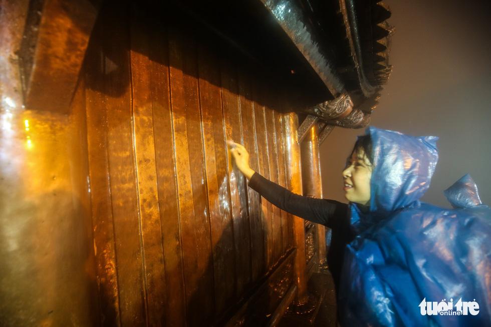 Hôm nay khai hội Yên Tử, người dân nườm nượp lễ bái từ tối khuya - Ảnh 8.