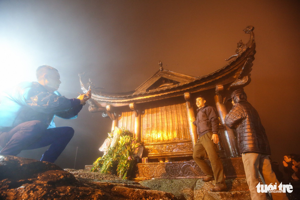 Hôm nay khai hội Yên Tử, người dân nườm nượp lễ bái từ tối khuya - Ảnh 11.