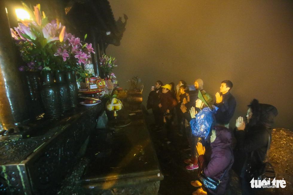 Hôm nay khai hội Yên Tử, người dân nườm nượp lễ bái từ tối khuya - Ảnh 15.